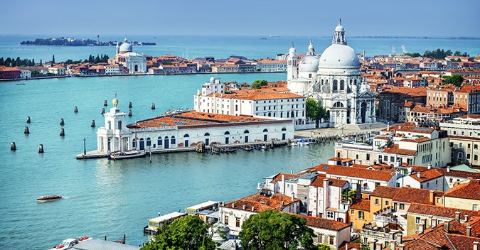 From the Serenissima to the City of gods